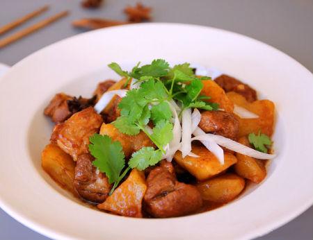 Cơm tối mùa đông thêm ngon với món sườn om khoai tây ai cũng thích