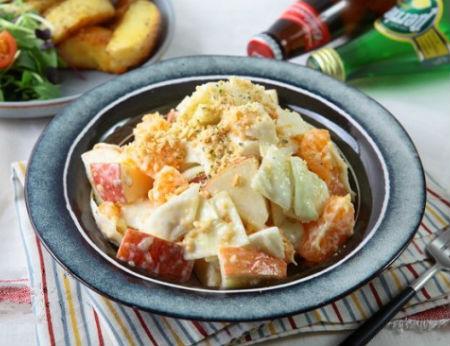 Salad cam táo thanh mát chống ngán cho bữa ăn nhiều đạm