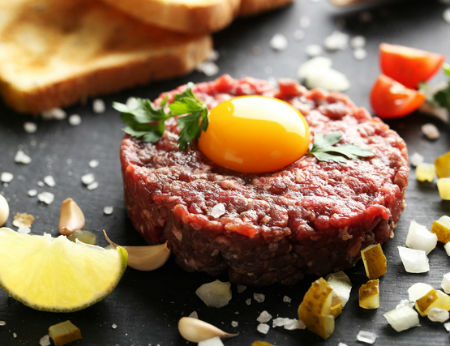 Steak Tartare - thịt bò tái kiểu Pháp trứ danh khiến bao người mê mẩn