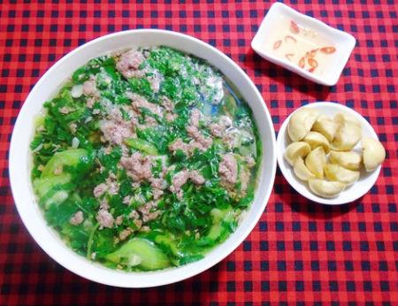 Ngọt mát món canh rau đay nấu cáy cho bữa cơm tối cuối tuần