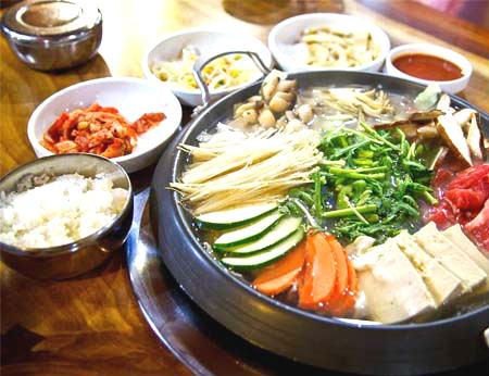 Vẻ đẹp tinh tế trong ẩm thực tại nhà hàng Hàn - Nhật (Bình Dương)