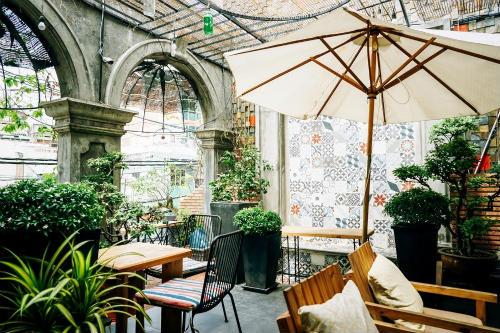 a book coffee, cafe sân vườn quận phú nhuận, quán cafe sân vườn quận phú nhuận