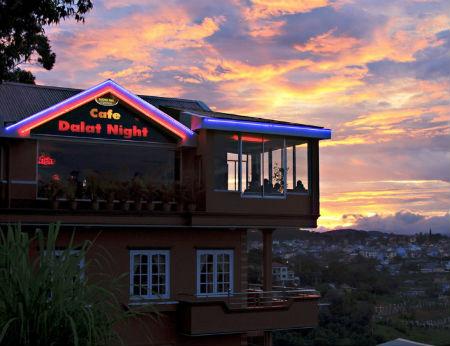 Dalat Nights Coffee - Toàn Thành phố trong mắt bạn