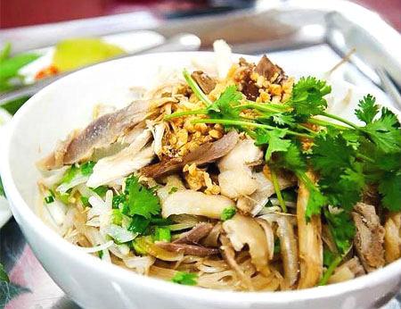 Phở trộn Than - Ẩm thực Việt theo phong cách mới